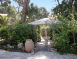 Kiosque du jardin de la location vacances Rosaland