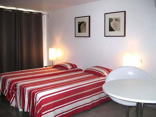 Studio standing 4 toiles en location vacances saint for Chambre de commerce saint raphael