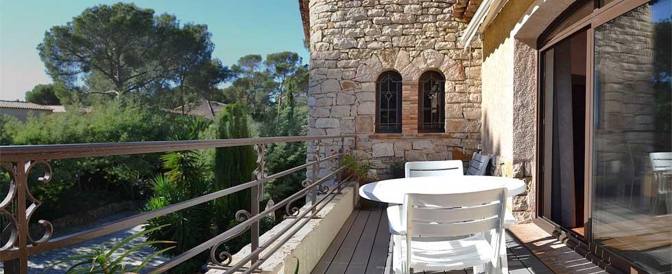 Balcon terrasse de l'appartement T2 - Rosaland Saint Raphael